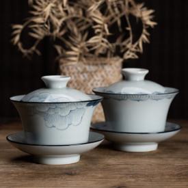 中国景德鎮手描き青花柄の蓋付茶碗