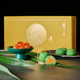 Kowloon Shangri-La Hotel Hong Kong Chiu Chow mooncakes with pandan leaf, yam paste and salted egg yolk 8 pieces