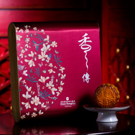 Island Shangri-La Hotel Hong Kong Traditional mooncakes with white lotus seed paste and double egg yolks 4 pieces
